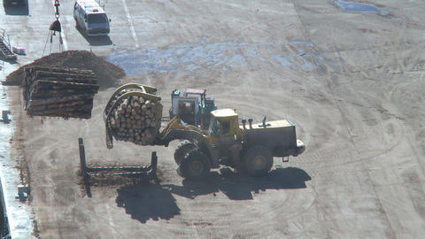 log lifter places logs in a cradle Stock Video Footage