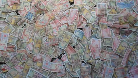 money randomly spread ビデオ