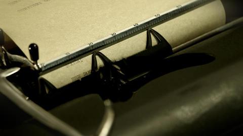 typewriter with camera movement ライブ動画