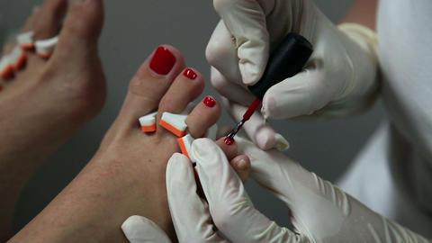 Nail polishing on toes ビデオ