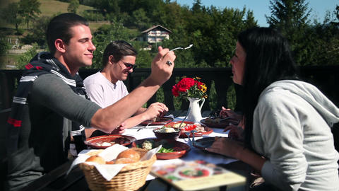 Two couples eating cold cuts for lunch in nature l Footage
