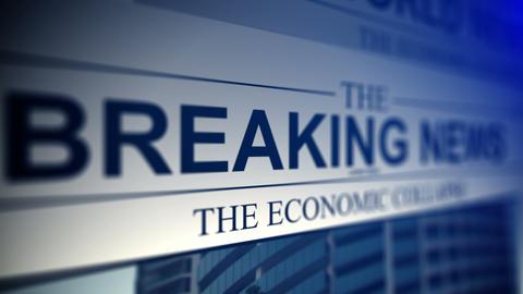 4K. Newspaper with breaking news titles Acción en vivo