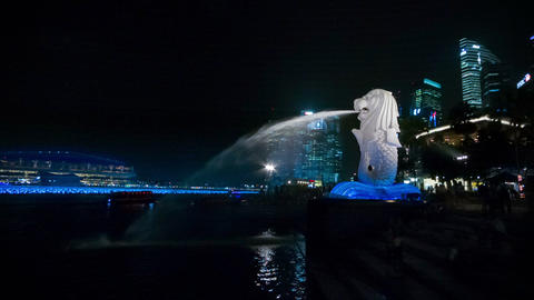 SINGAPORE - CIRCA DEC 2013: View of the statue of Footage