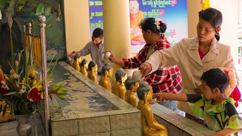 MANDALAY. MYANMAR - 13 JAN 2014: Ritual watering o Footage