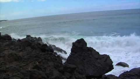 two big waves crushing audio Stock Video Footage