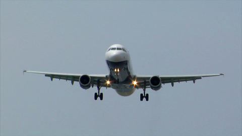 landing airplane jet comes in focus audio Stock Video Footage