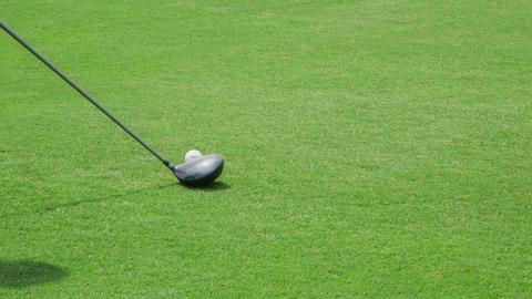 Closeup Of Golf Bat Hitting Ball On Grass 画像