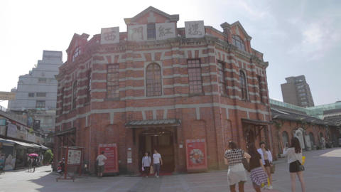 wide pan of the red house Live影片