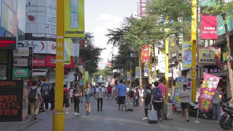 Pedestrians on Hanzhong street - Ximen Live影片