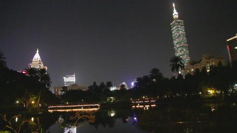 Evening - Taipei 101 dolly shot at Sun Yat Sen lak Footage