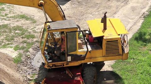 Yellow power shovel Live Action