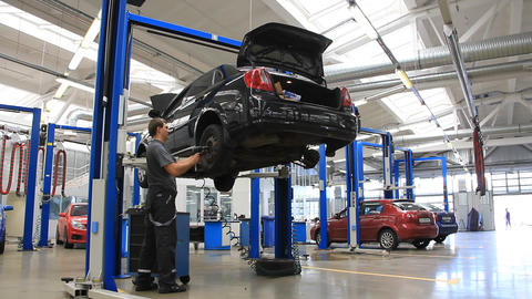 Auto service Live Action