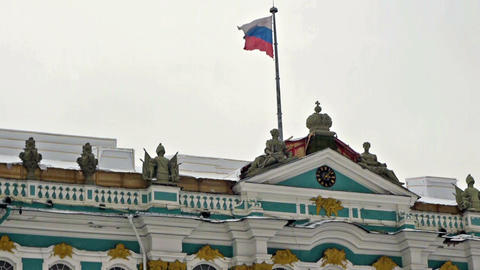 Russian flag on Hermitage museum, Dvortsovaya squa Stock Video Footage