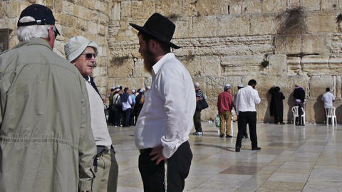 Street conversation between tourists and Jerusalem Stock Video Footage