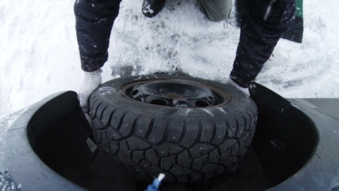 Replacement of the wheels on the vehicle Footage
