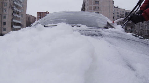 The driver of the car from the snow clears Footage