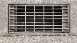 Storm drain in road Live影片
