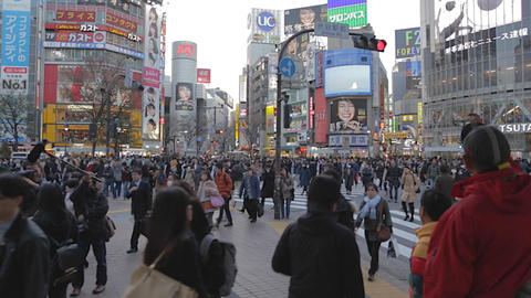 before sunset - pan of Shibuya crossing Tokyo Live影片