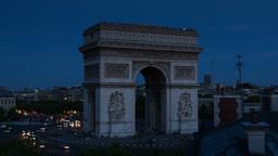 arc du triomphe at dusk, paris france Footage