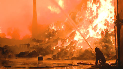 solo firemen fights fire Stock Video Footage