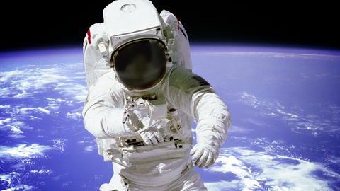 Astronaut On Spacewalk Acción en vivo