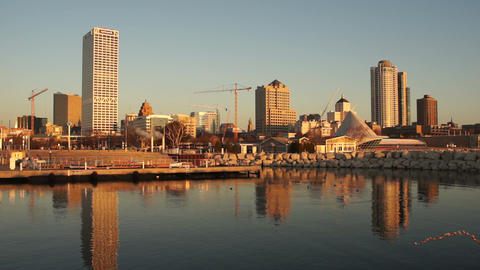 Milwaukee Wisconsin Waterfront Urban City Skyline Lake Michigan USA ビデオ