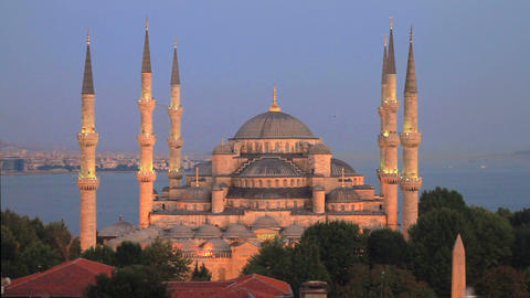 Prayer Time in Istanbul. Pan from Blue Mosque to Hagia Sophia at Sultanahmet, Tu Footage