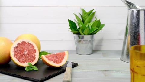 Ripe grapefruit Live Action