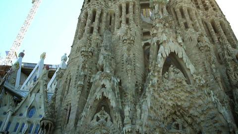 Sagrada Familia in Barcelona, Spain. Camera panning Acción en vivo