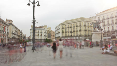 "The Puerta del Sol (Spanish for ""Gate of the Sun""). Timelapse. Madrid, Spain Archivo"