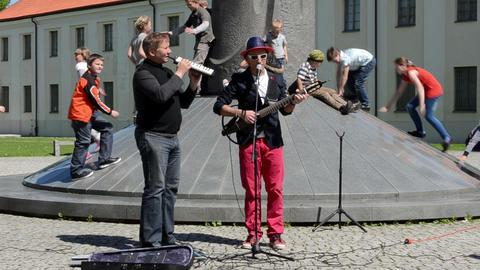 musician play sing mindaugas sculpture kid play Footage