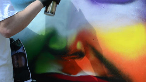 graffiti draw. man with flask draw colorful kid face Live Action