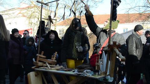 people buy wooden craft goods spring fair national handmade Stock Video Footage