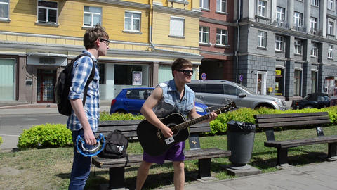 charismatic guitarist play guitar in street music event Stock Video Footage