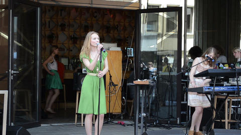 Young pretty vocalist woman perform modern electric music... Stock Video Footage