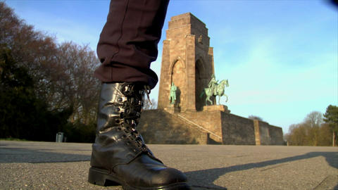 10673 nazi stand walk emperor monument Stock Video Footage