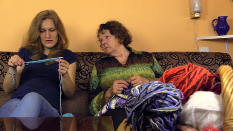 granny check granddaughter knit progress, share experiences Footage