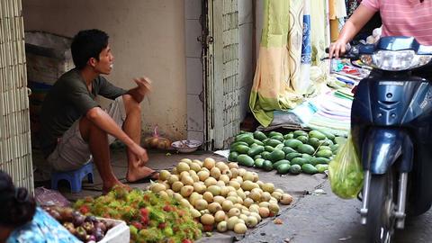 vietnamese man smoking at morning market Footage