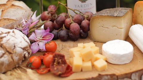 wine Blue cheese gouda bread grape food parmesan s ライブ動画