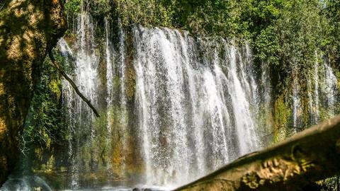 Wildwasser mit Wasserfall in der Türkei Nähe Antalia Footage