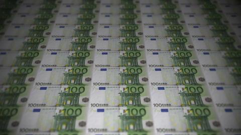 100 euros travelling 01 Animation