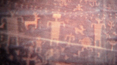 1972: Alien cave drawings of human like figures and symbols ビデオ