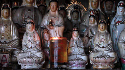Old Chinese porcelain figurines of Guan Shi Yin Bodhisattva Filmmaterial