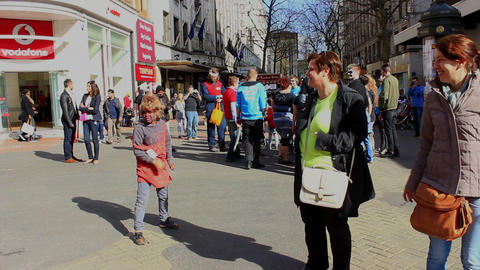 Child zombie attacking people on the street ビデオ
