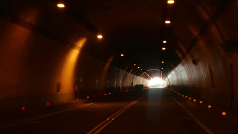 Driving through tunnel 2 Live影片