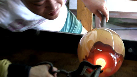 Reinforcing base of vase adding molten glass from punty Footage