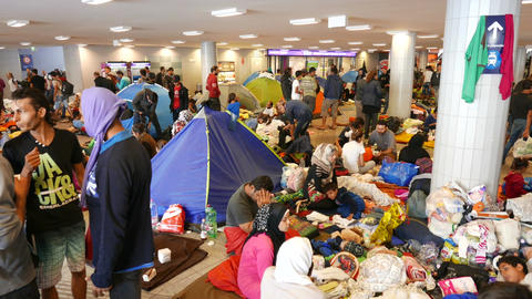 4 K Syrian Migrants at the Eastern Railway Station in Budapest Hungary 16 Live Action