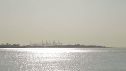 River with gantry cranes silhouette in background Live影片