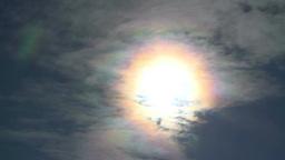 太陽に照らされた彩雲