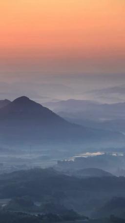 名久井岳と千俵山方向の山並みと朝日 影片素材
